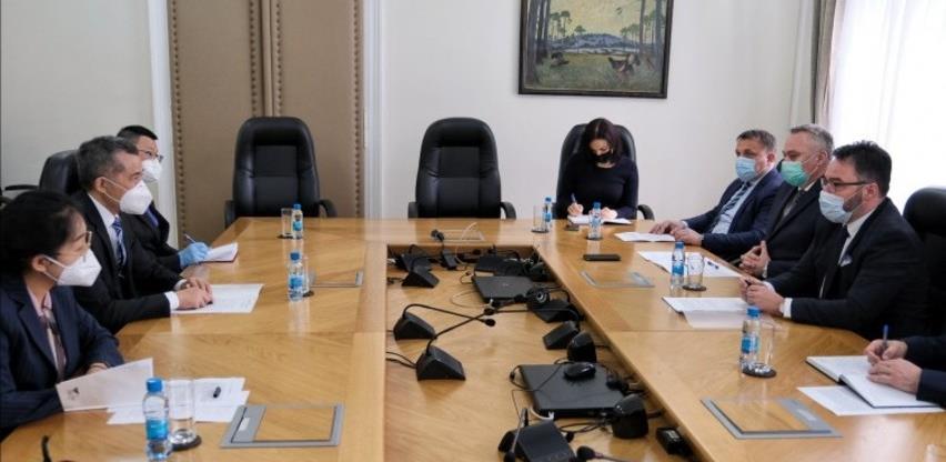 Ministri Košarac, Pašalić i Dedić s kineskim ambasadorom Ji Pingom o jačanju saradnje