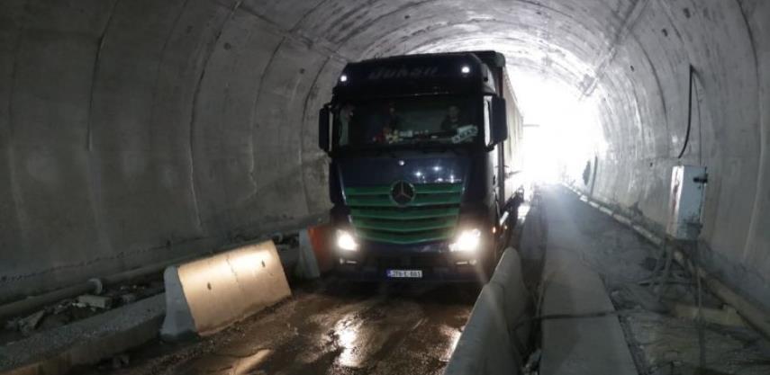Pušten ponovo dvosmjerni saobraćaj kroz tunele u Vranduku