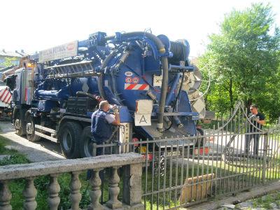 U toku čišćenje primarne kanalizacione mreže u Bosanskoj Krupi