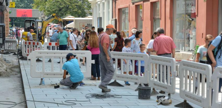 Ferhadija: Radovi na spoju sa ulicom Sarači, postavlja se bijeli kamen