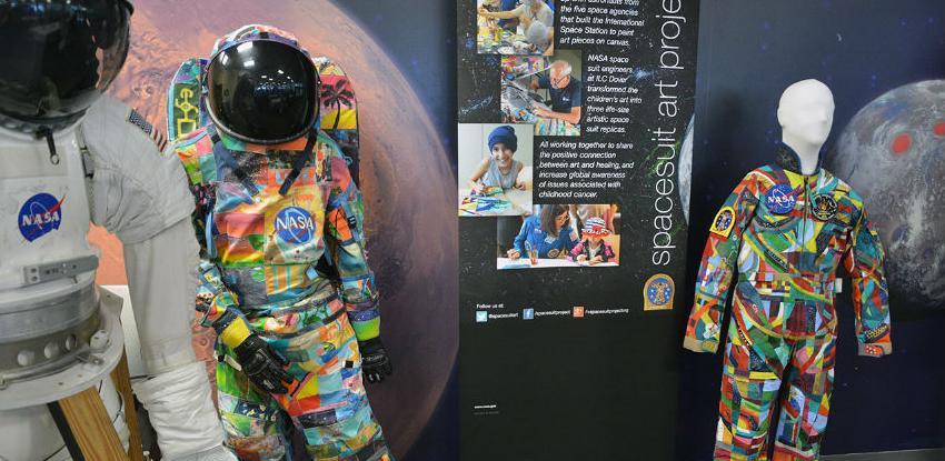 Mališani na UKC-u Tuzla oslikavaju svemirsko odijelo