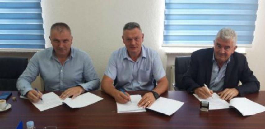 Potpisana tri ugovora za sanaciju cesta vrijedna gotovo 630.000 KM