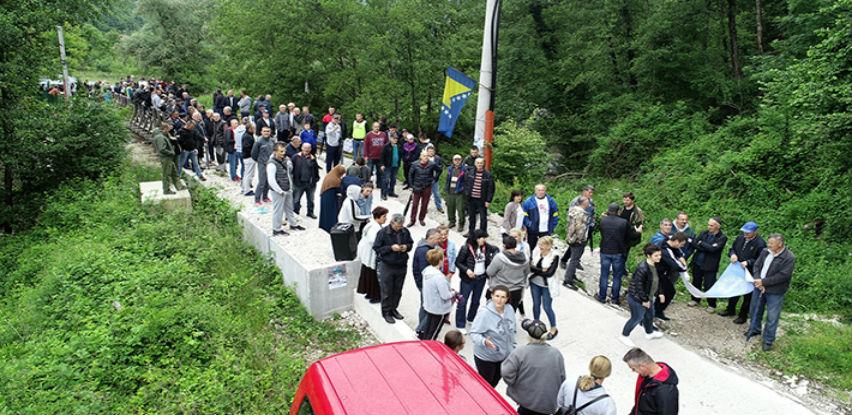 Više od 300 ljudi blokiralo most na Neretvici