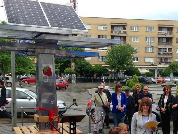 Strawberry drvo - Solarni punjač za mobilne uređaje i u Bijeljini