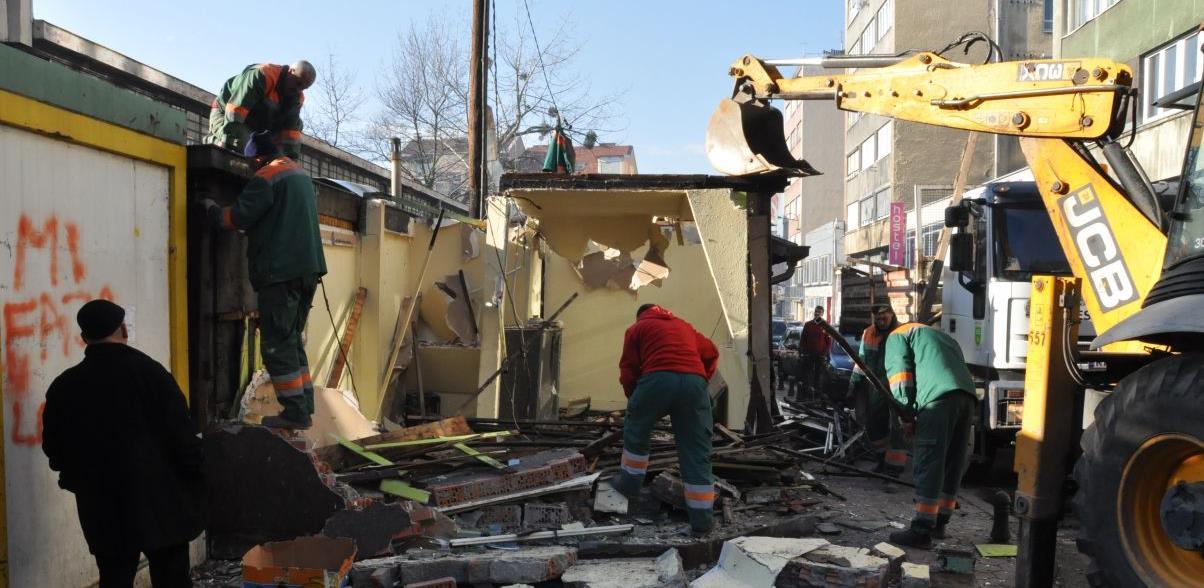 Srušen jedan objekat u ulici Dženetića čikma, sud zabranio rušenje ostalih