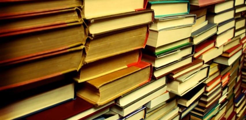 U dvorištu trebinjske biblioteke knjige za sve ljubitelje pisane riječi