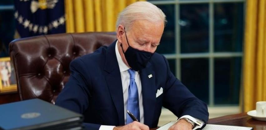 Biden potpisao naredbe kojima se poništava Trumpova imigracijska politika