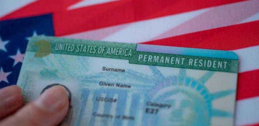 "Trump planira zamrznuti izdavanje ""zelenih karti"" strancima"