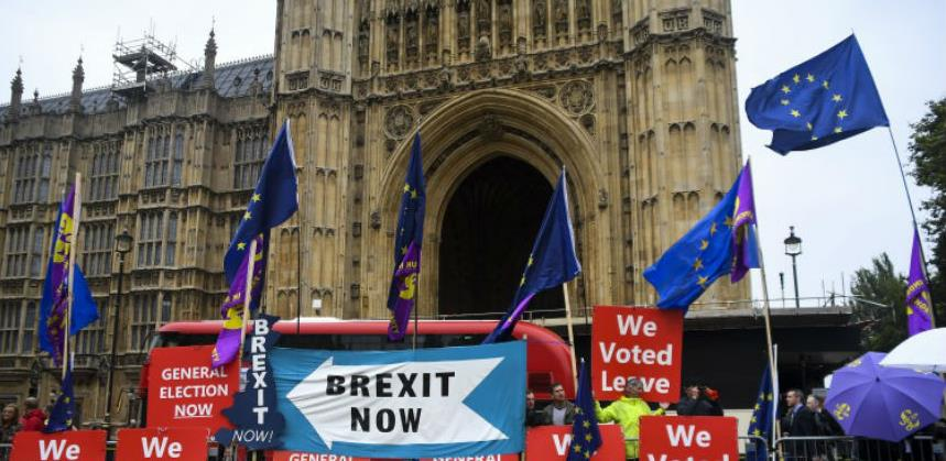 Protesti zbog suspendovanja britanskog parlamenta