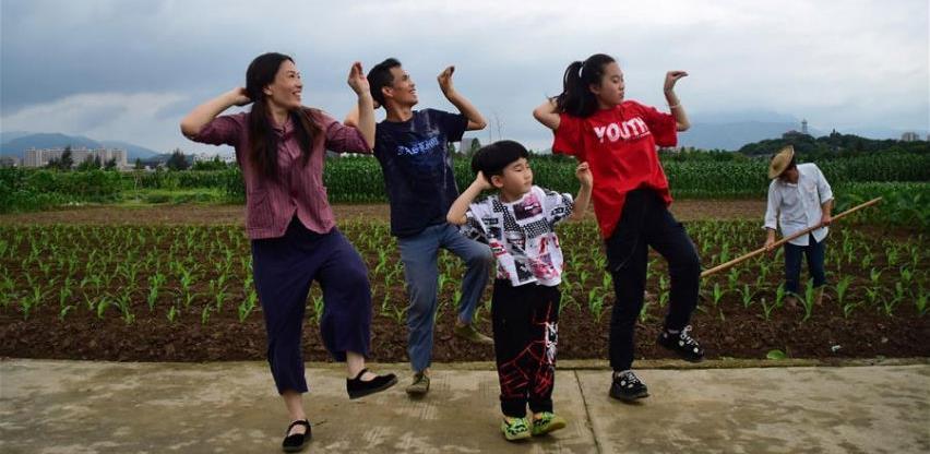 Kako je seoski par iz Kine postao viralni hit ?
