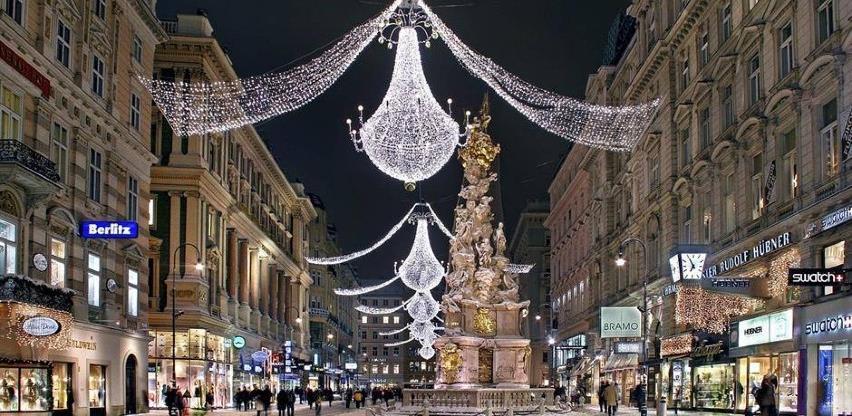 Beč: Tradicionalno božićno drvce kao simbol optimizma i zajedništva