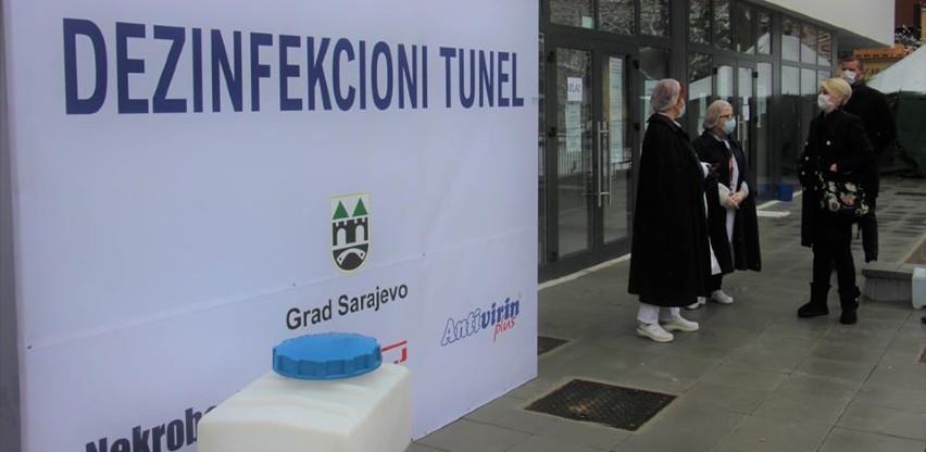 Dezinfekcioni tunel postavljen ispred Doma zdravlja Stari Grad Sarajevo
