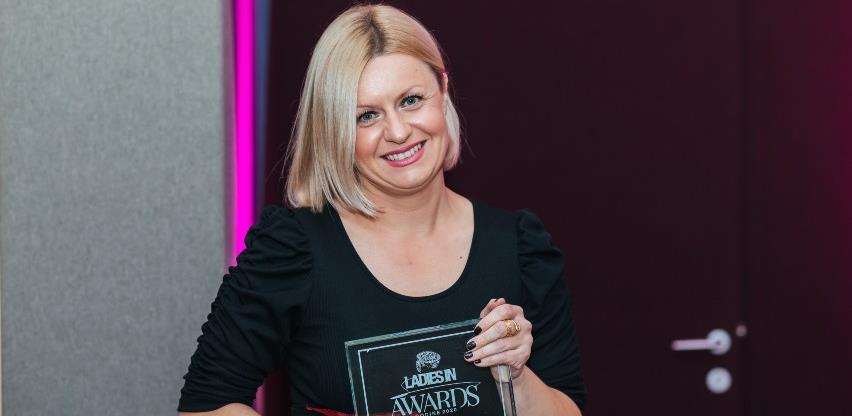 """Ajla Hadžić proglašena """"Ženom godine""""u kategoriji društveno odgovorno poslovanje"""