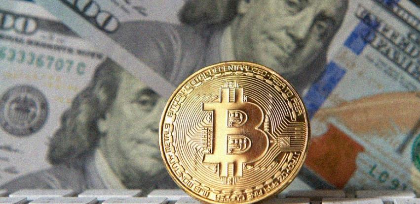 Dolar ponovo skače, bitcoin slabi
