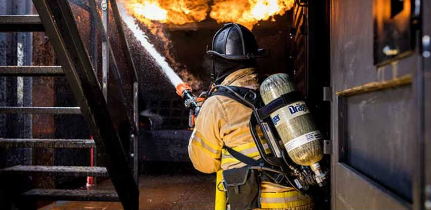 Ugašen požar u sladištu firme namještaja u Rajlovcu, velika materijalna šteta