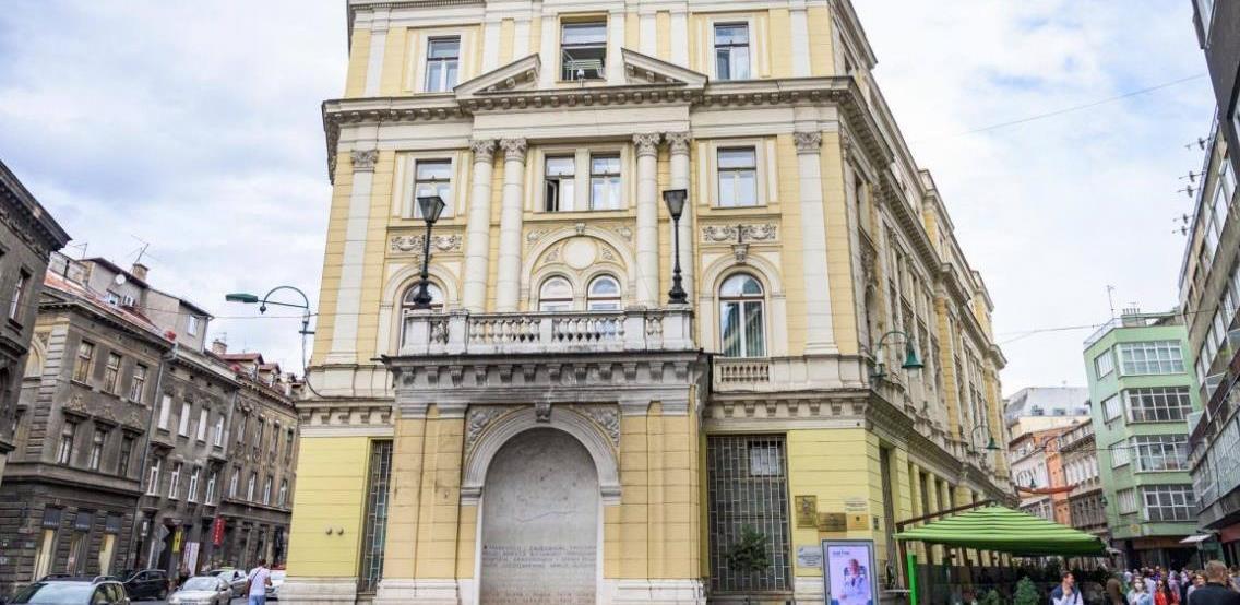 Tepisi, komode, namještaj: Počelo opremanje prostorija Gradske uprave u zgradi kod Vječne vatre