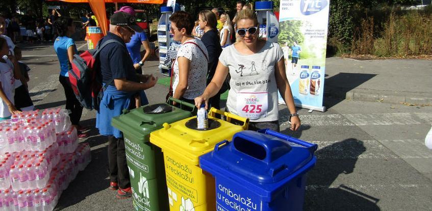 Djevojke na trčanju reciklirale ambalažni otpad