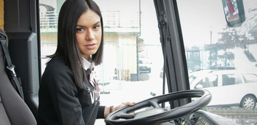 Ana Lukajić: Banjalučanka s diplomom, vozi kamion, optičarka, teniski sudija…