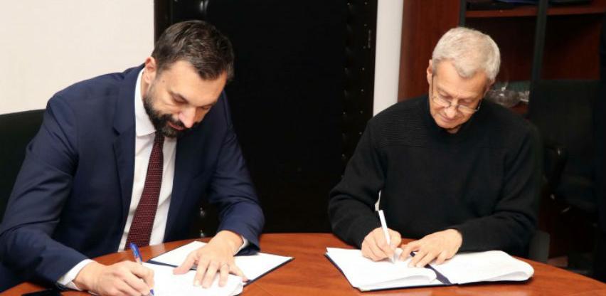 Potpisivanjem kolektivnog ugovora prekinut štrajk zdravstvenih radnika u KS