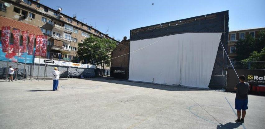 U Ljetnom kinu Raiffeisen podignuto najveće kino platno u regiji