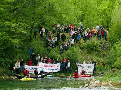 Više od 200 kajakaša i ekologa u zaštiti izvora Sane
