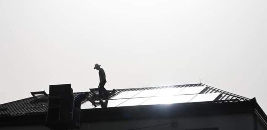 Prva solarna elektrana u ruralnom području u BiH-Postavljeni solarni paneli na krov Centra Pecka