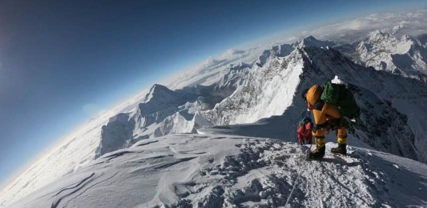 Zona smrti Mount Everesta onečišćena mikroplastikom