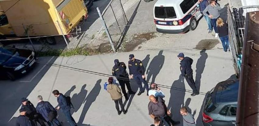 "Sudska policija naredila zaštitarima da se sklone ispred zgrade ""Poslovnosti"""