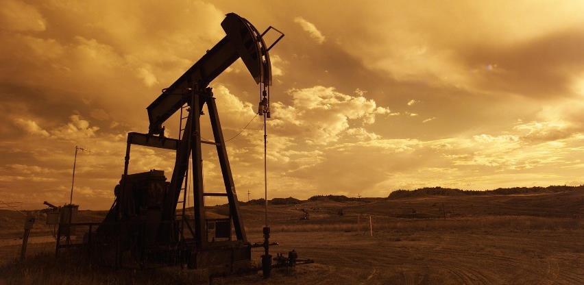 Nafta blago pojeftinila