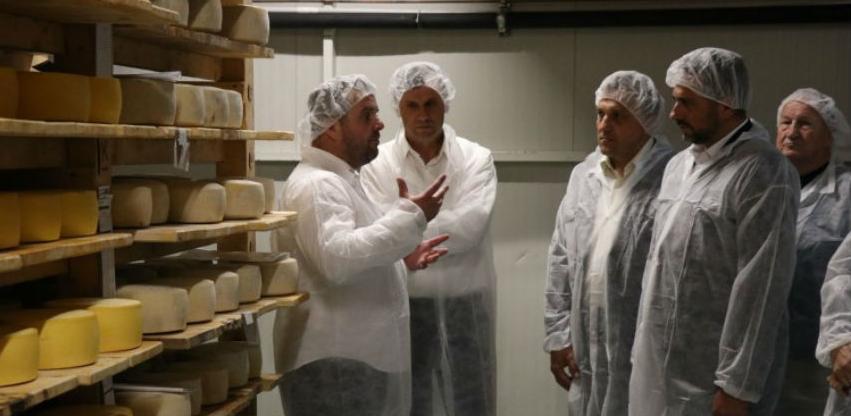 Delegacija Vlade FBiH u posjeti Livnu, data podrška razvoju mljekarstva