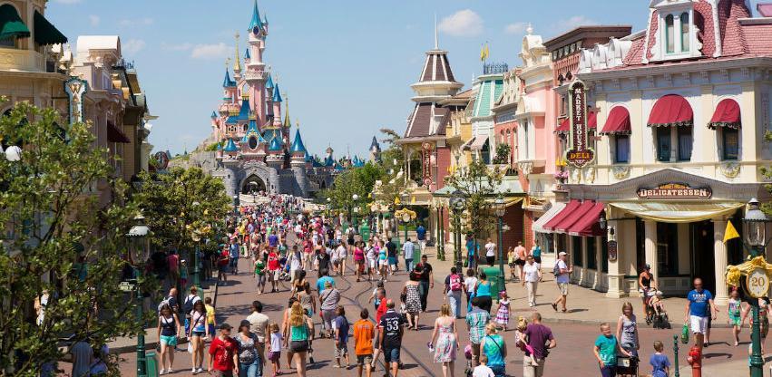 Odvedite svoje najmlađe na proslavu 90. rođendana Mickey Mouse