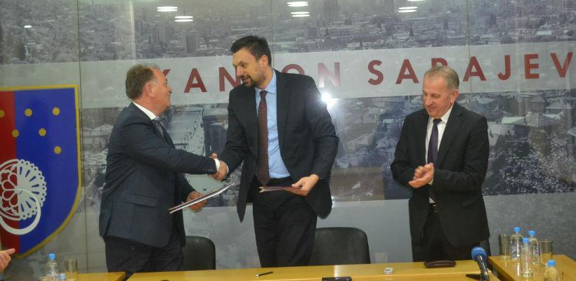 Sporazum je u ime Vlade KS potpisao premijer Elmedin Konaković koji je ovom prilikom istakao značaj vraćanja sajamskih dešavanja u Sarajevo.