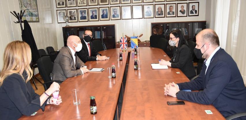 Ambasador Field: Zajednički prioriteti su u transparentnosti i izgradnji povjerenja javnosti