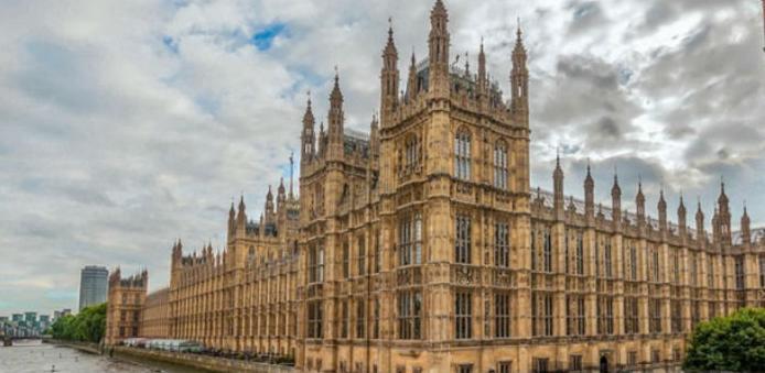 Raspušten britanski Parlament