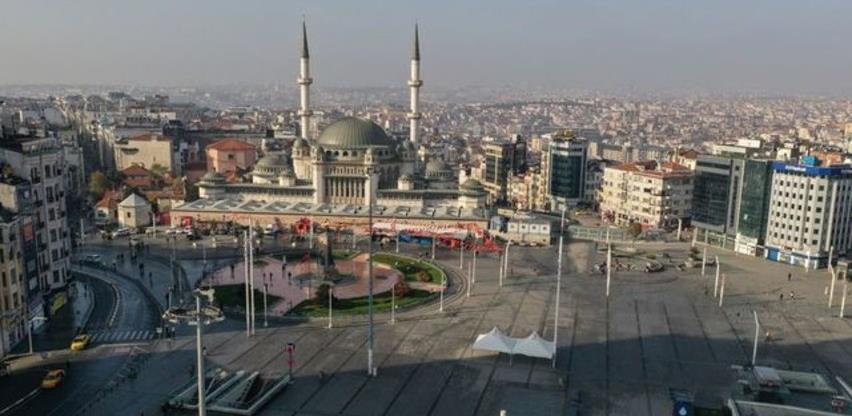 Turski lockdown: Građane zatvorili u stanove, a turistima dopustili sve