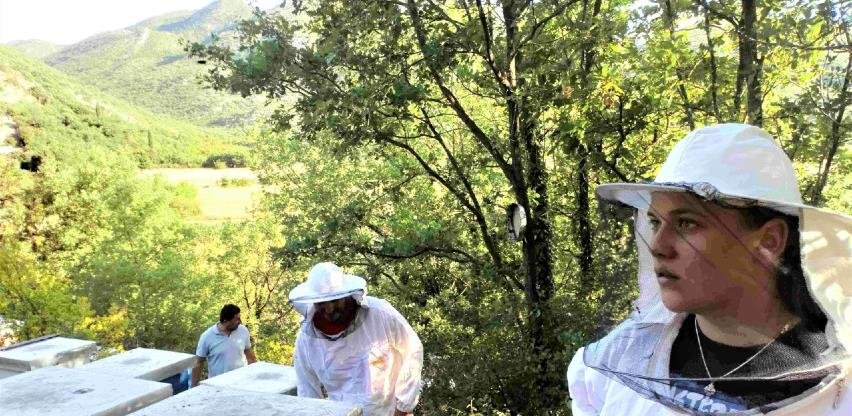 Mladima iz Trebinja pčelarstvo je nova ljubav