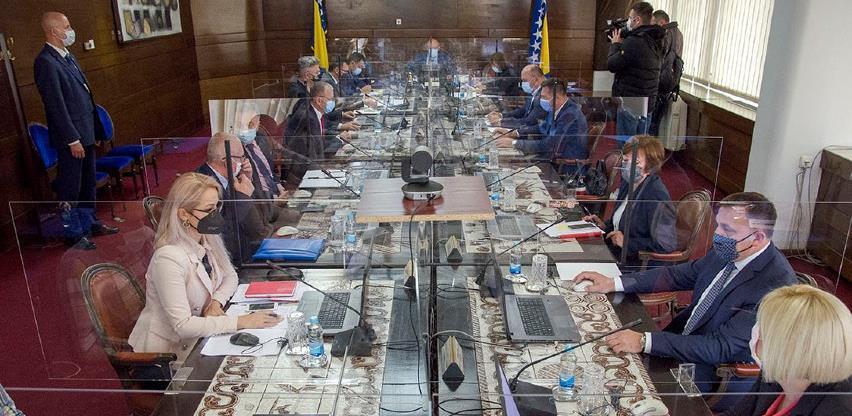 Vlada FBiH uputila inicijativu Vijeću ministara BiH o pokretnoj vojnoj imovini