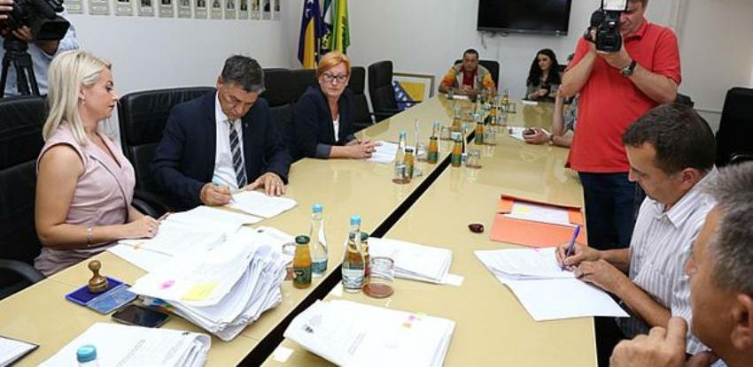 Potpisana 24 ugovora o sanaciji i rekonstrukciji puteva