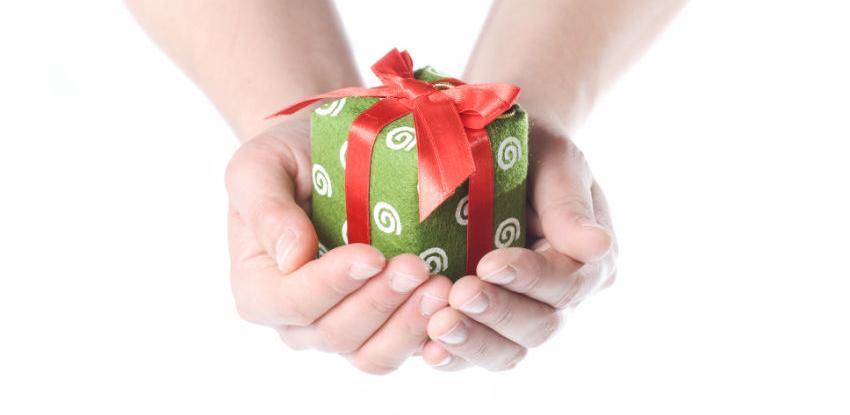 Zatraženo pojašnjenje odluke o oporezivanju poklona u novcu
