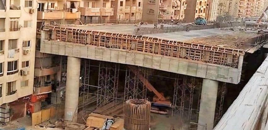 Ne, ovo nije fotošop: Grade most 50 centimetara od zgrade (Video)