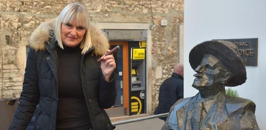 Sarajka Sanja Lopar, jedina žena koja se bavi proizvodnjom cigara u Evropi