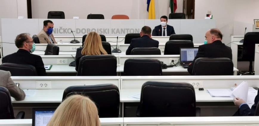 Vlada ZDK preko UNDP-a kupuje medicinsku opremu za bolnice u Zenici i Tešnju
