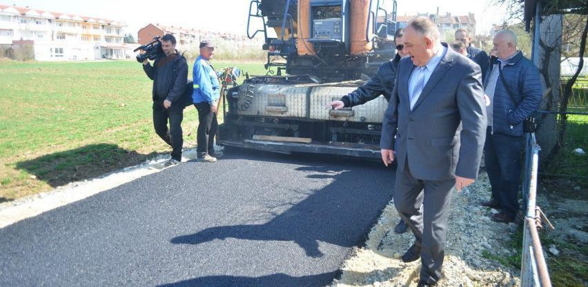 U Prijedoru započelo asfaltiranje nove saobraćajnice u naselju Pećani