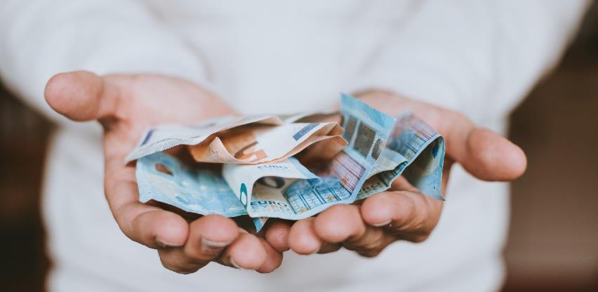 Svaki građanin Crne Gore zadužen više od 8.000 eura