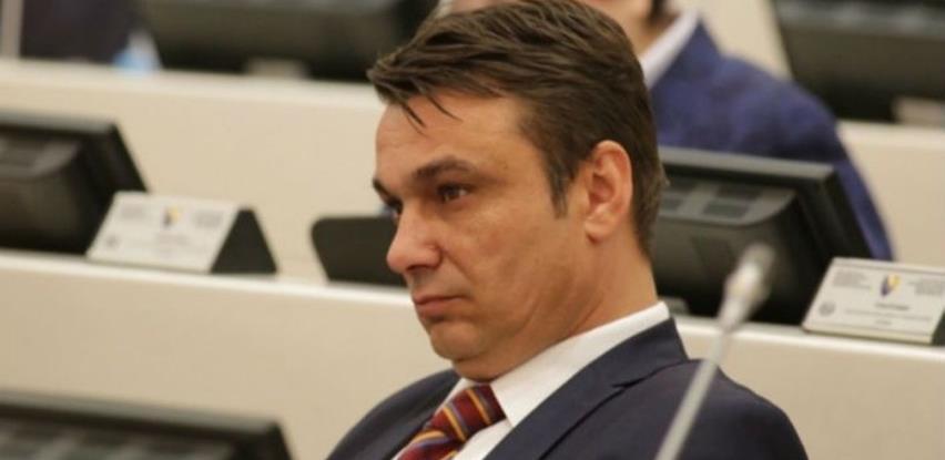 Sadik Ahmetović osuđen na 6 mjeseci zatvora zbog zloupotrebe položaja