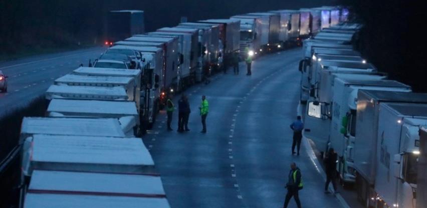 Hiljade vozača kamiona provode Božić na granici