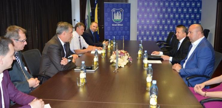 Potpisan ugovor o prijenosu dva miliona KM Aerodromu Bihać