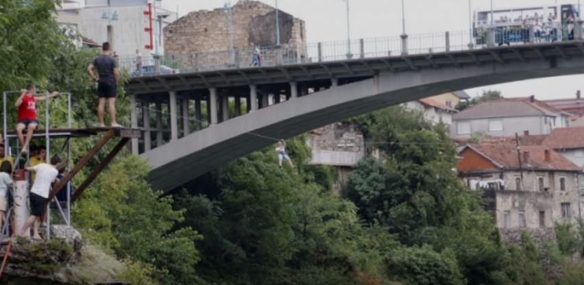 Atrakcija iznad Neretve: Mostar dobio zip-line koji povezuje mostove