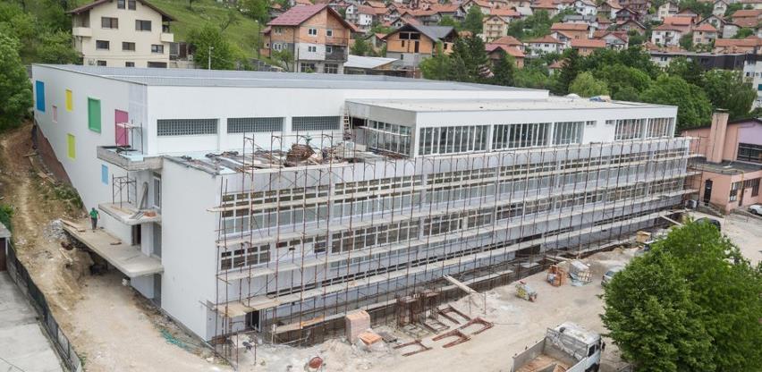 """Privode se kraju radovi na fasadi sportske dvorane uz školu """"Umihana Čuvidina"""""""