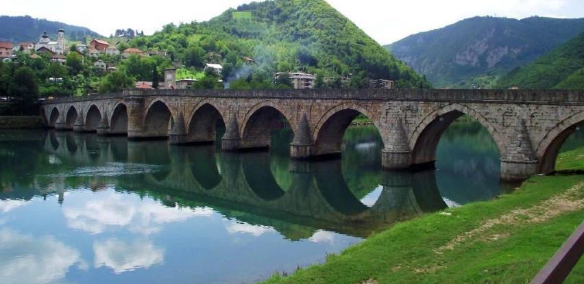 Veliki broj turista u Višegradu, kajak-regata u septembru